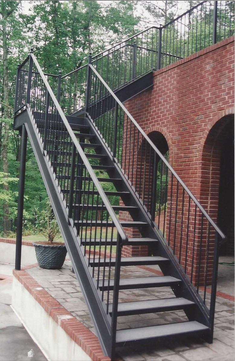 Residential-Straight-Iron-Stairs-Concrete-Treads-in-Birmingham-AL